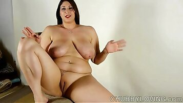 Chubby busty brunette gets a sloppy and lascivious show