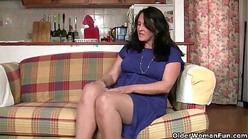 British Mom Nicole and daughter sextape